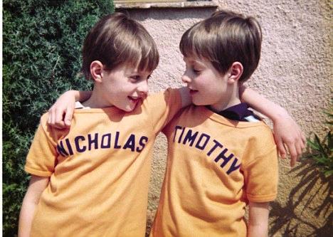 11232796_133701211827 Los gemelos y la astrología: los hermanos Knatchbull